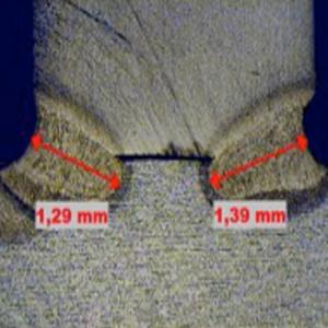 Laserschweißen Schliff Makroaufnahme Hujer-Lasertechnik Ihr Laserdienstleister Industrielle Laserbearbeitung 3D-Lasertechnik 2D-Lasertechnik Laserschweißen Rollenrichten CNC-Abkanten Buckelschweißen Laserschneiden 2D-Laserschneiden 3D-Laserschneiden